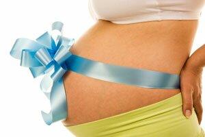 беременная девушка с бантиком