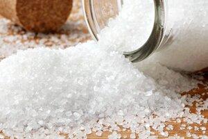 баночка с расыпанной солью